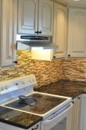 Plenty of space to work on this cook top and the range hood provides plenty of light and ventilation